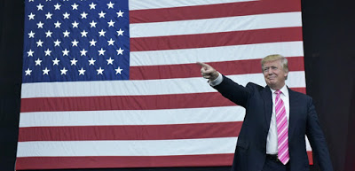 Donald Trump élu Président des Etats-Unis : Charlie téléphone maison.